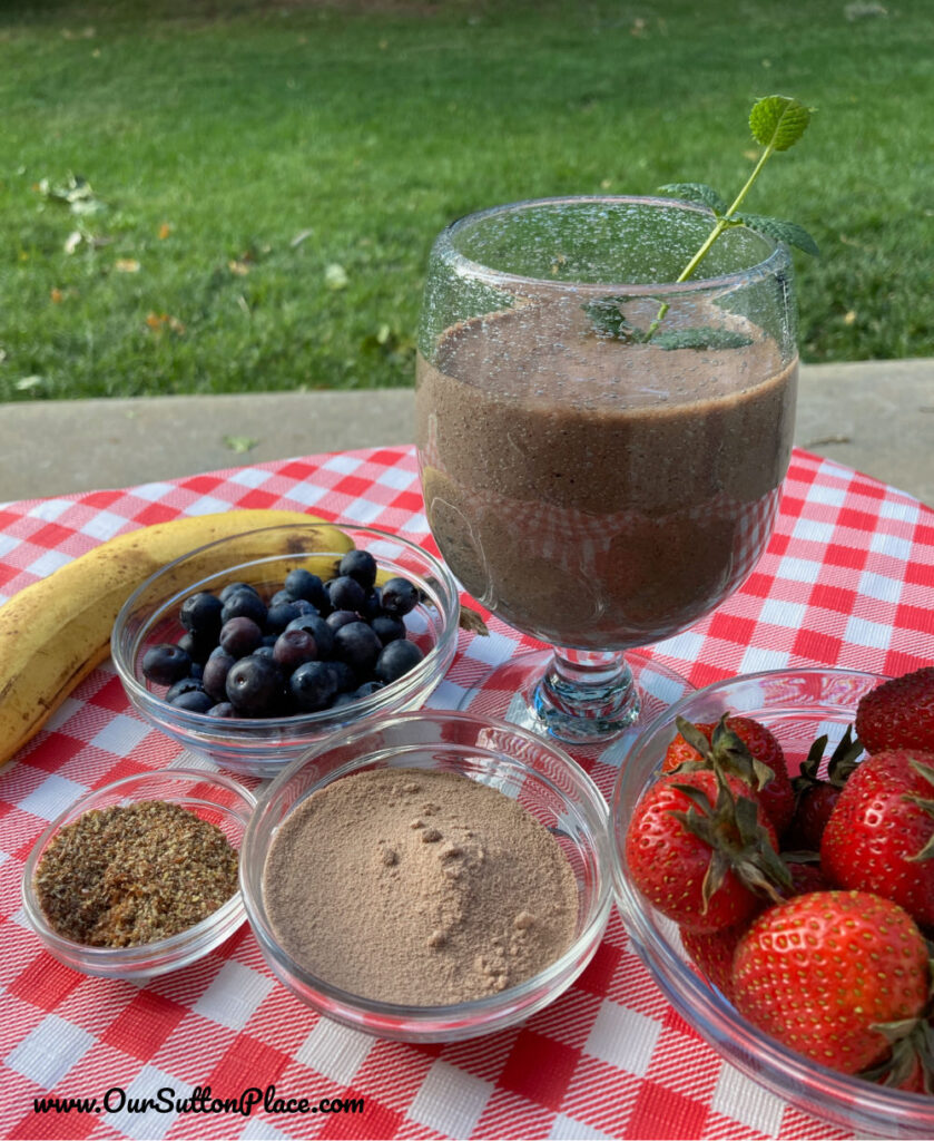 Berry Weightloss smoothie on table with ingredients