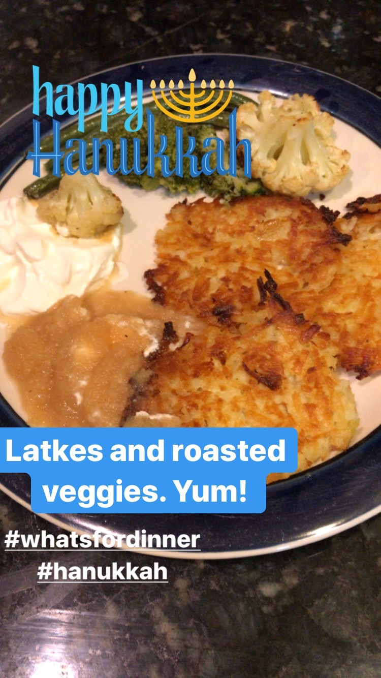 These mouthwatering, oven-fried potato latkes (potato pancakes) are super easy to make and mess-free! Check out all my secrets and top tips to make this delicious Hanukkah recipe! Tip number 1 is a game changer! #easylatkerecipe #Hanukkah #Chanukah #latkes #potato pancakes.