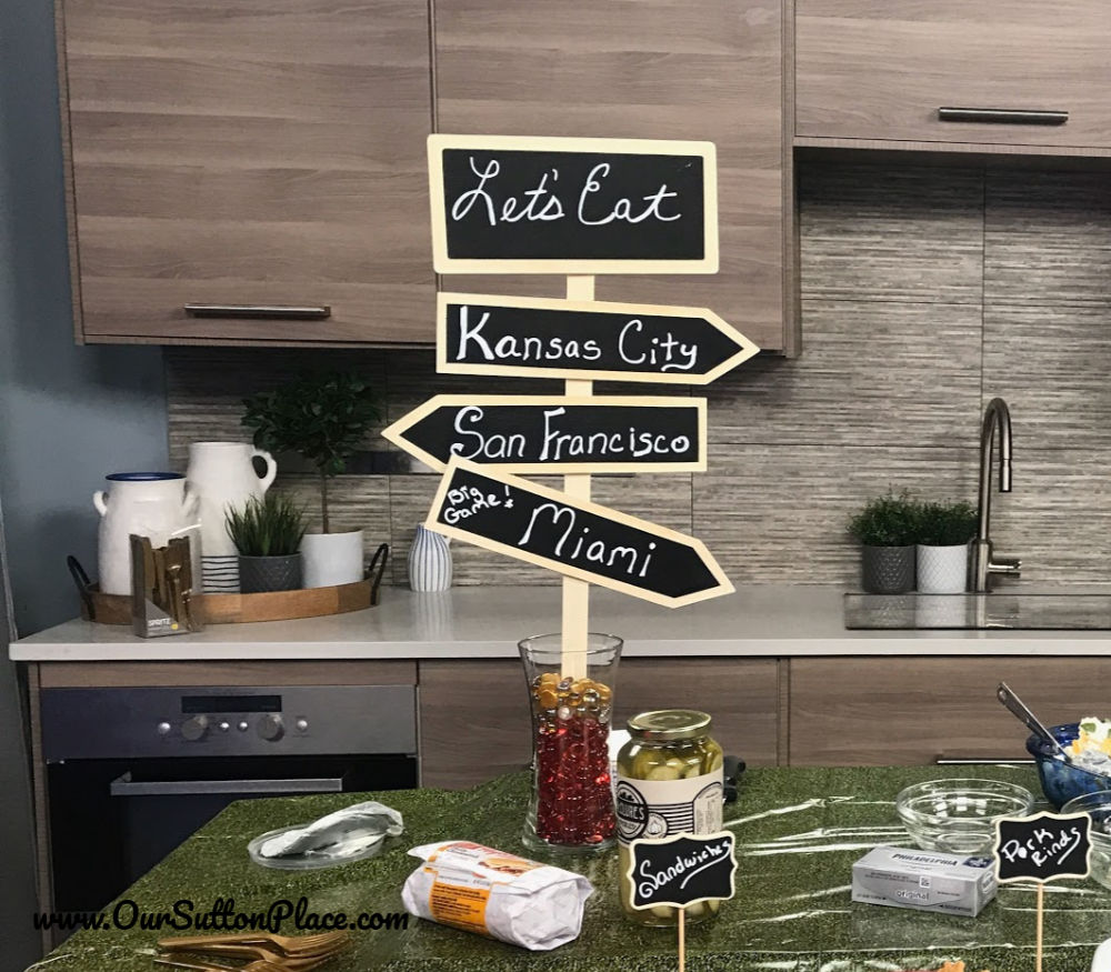 chalk board sign for easy Decor